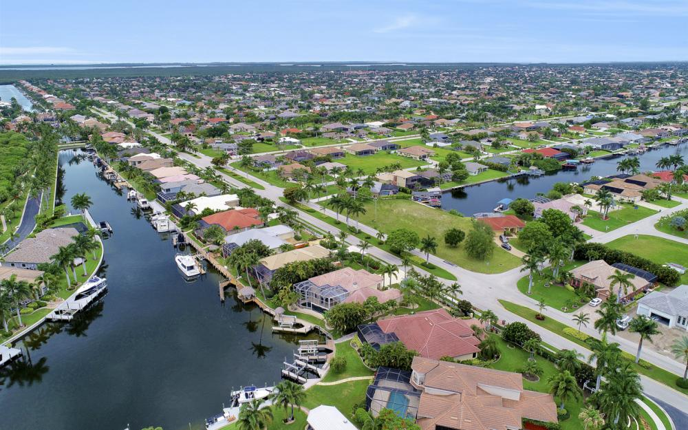 2002 El Dorado Pkwy W, Cape Coral - Home For Sale 1849561306