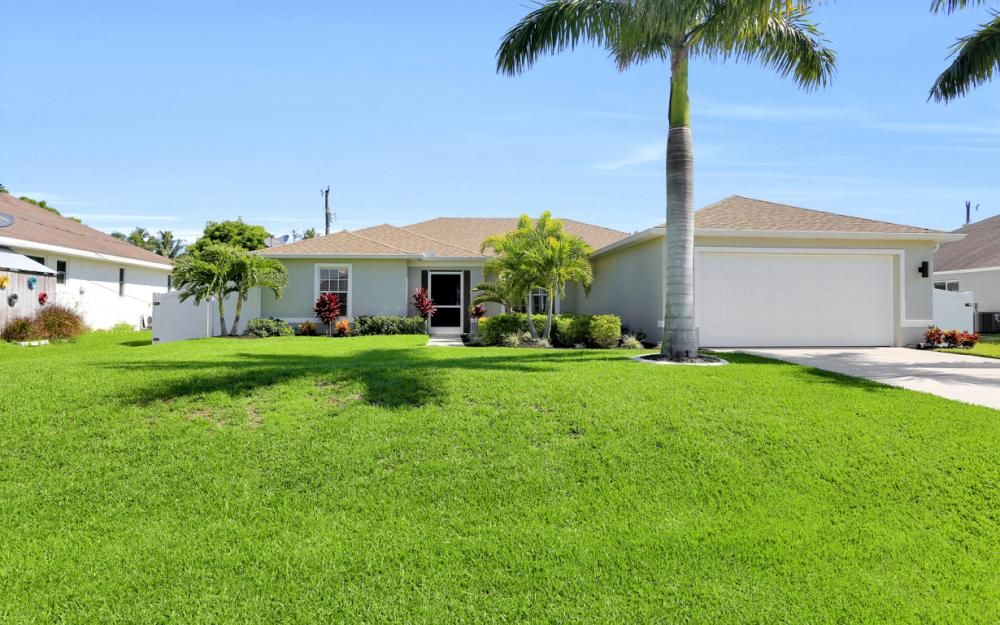 621 SW 11th St, Cape Coral - Home For Sale 421358477