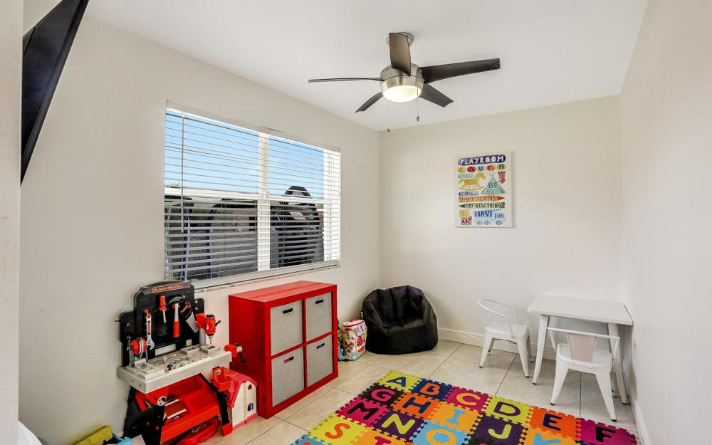 621 SW 11th St, Cape Coral - Home For Sale 775063249