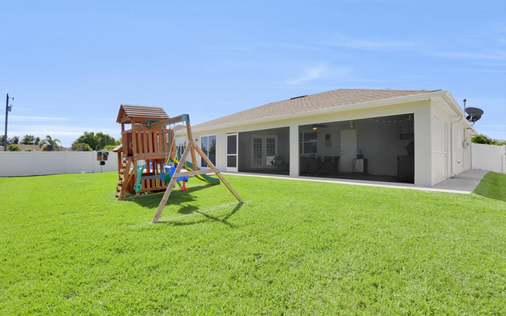 621 SW 11th St, Cape Coral - Home For Sale 1842236954