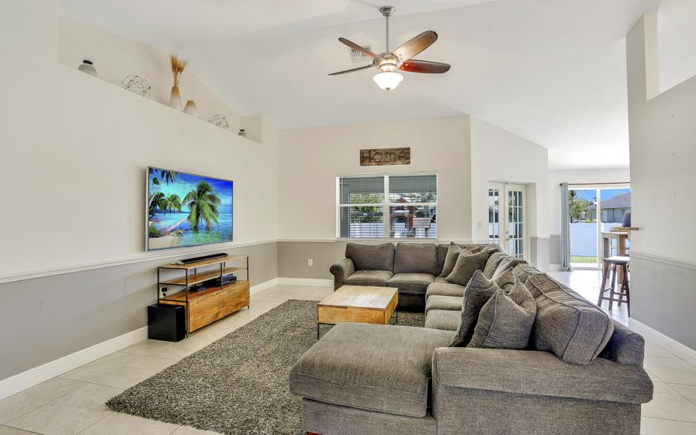 621 SW 11th St, Cape Coral - Home For Sale 2062336650