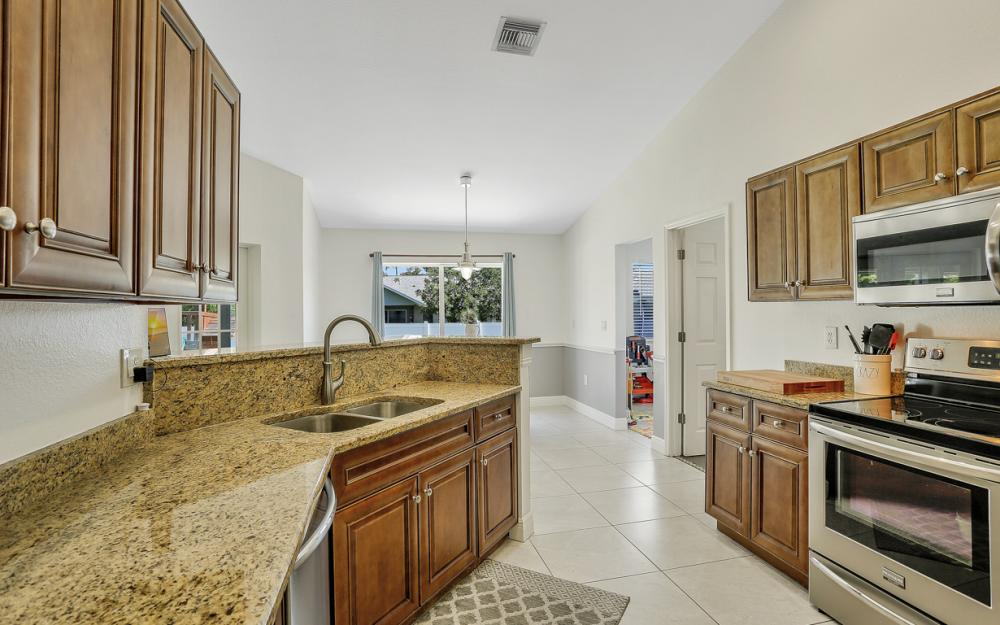 621 SW 11th St, Cape Coral - Home For Sale 546718561