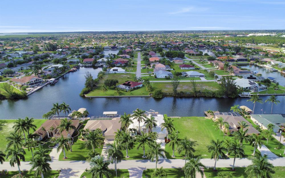2615 SW 41st St, Cape Coral - Home For Sale 541109372