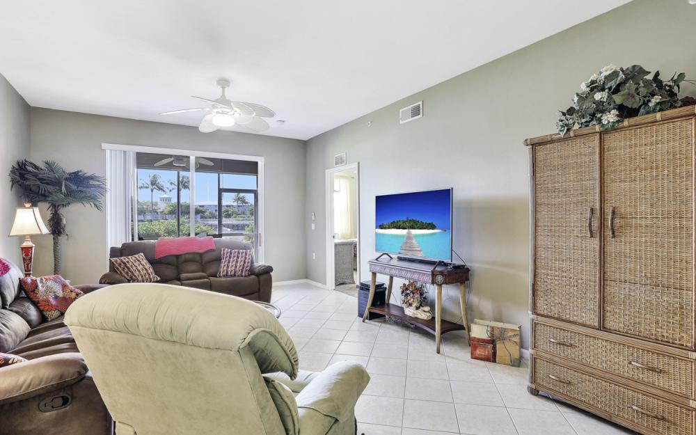16675 Lake Cir Dr #914, Fort Myers - Condo For Sale 2090704