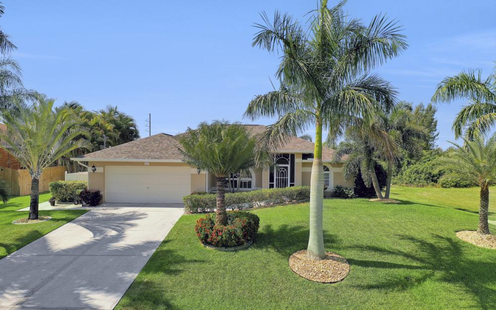 2426 NW 15th St, Cape Coral - Home For Sale 1204733957