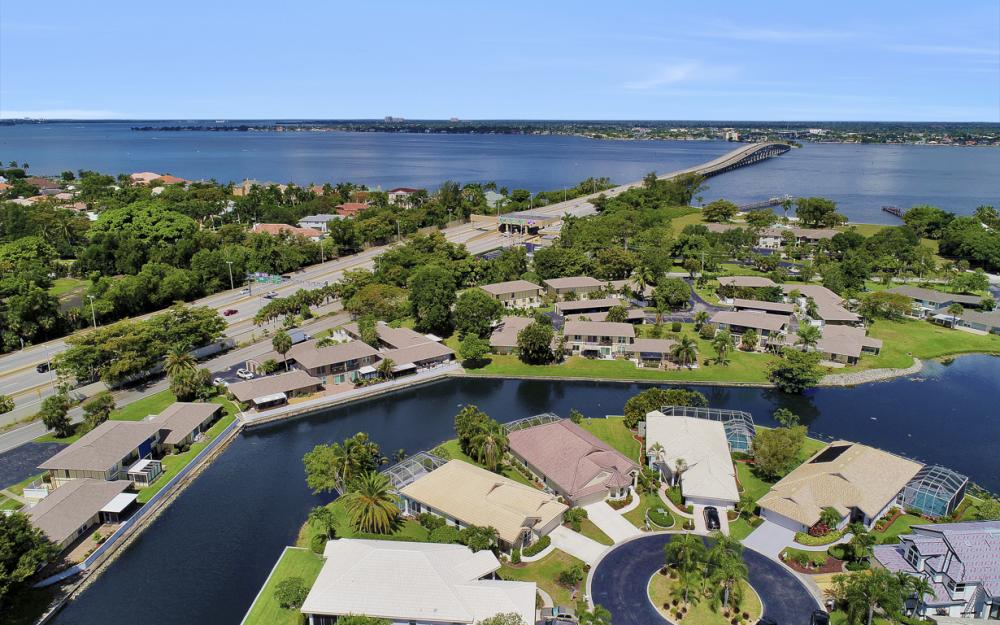 9851 Mainsail Ct, Fort Myers - Home For Sale 195624995
