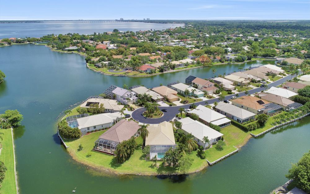 9851 Mainsail Ct, Fort Myers - Home For Sale 303646530