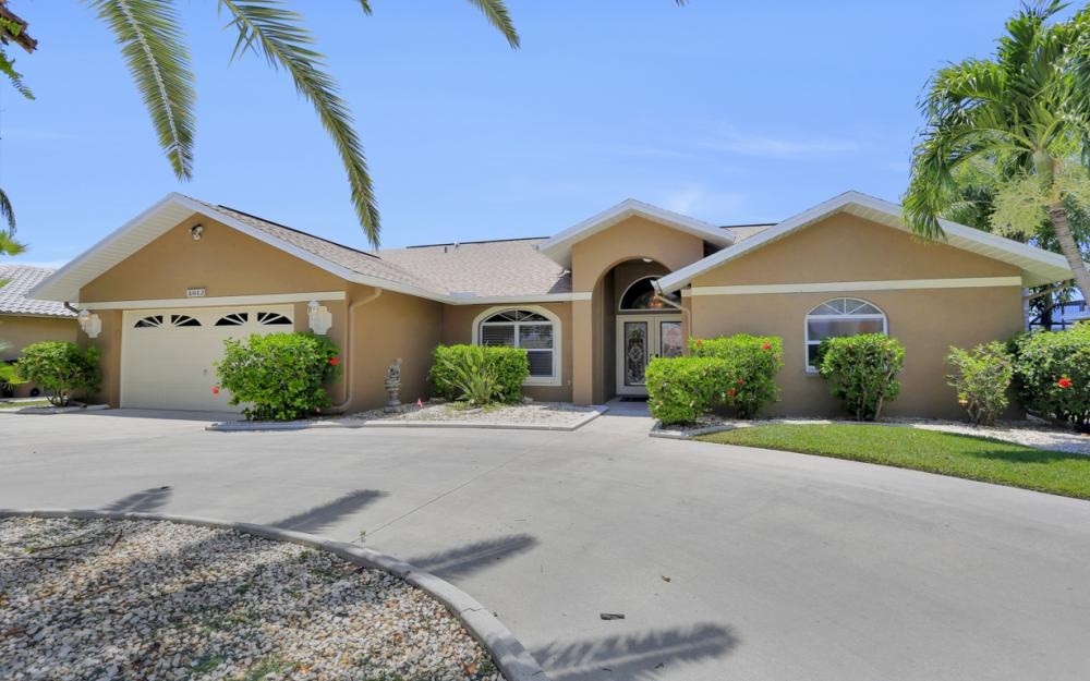 5012 Skyline Blvd, Cape Coral - Home For Sale 445493408