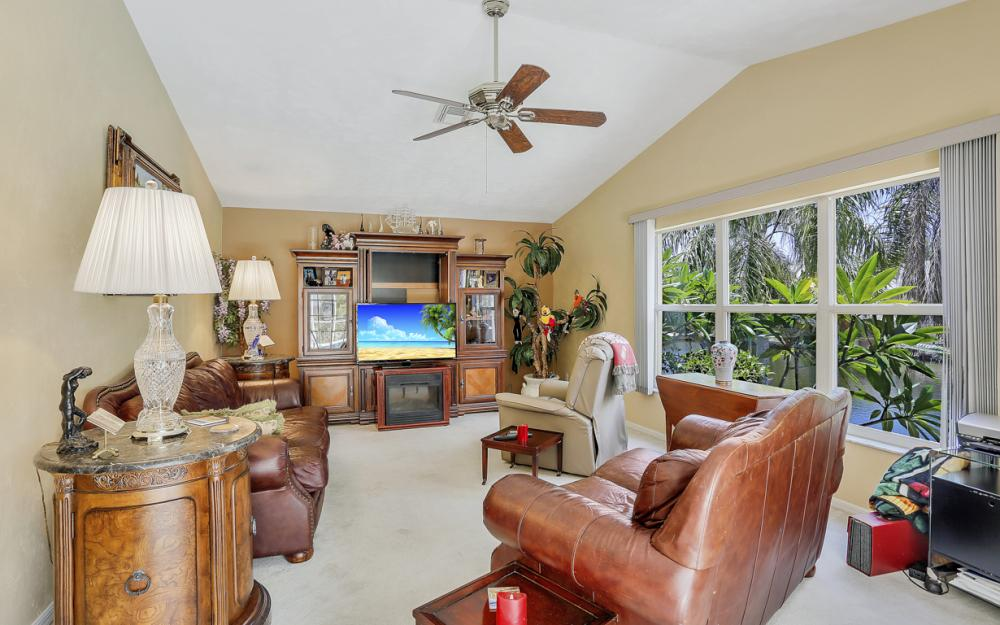 5012 Skyline Blvd, Cape Coral - Home For Sale 541438161