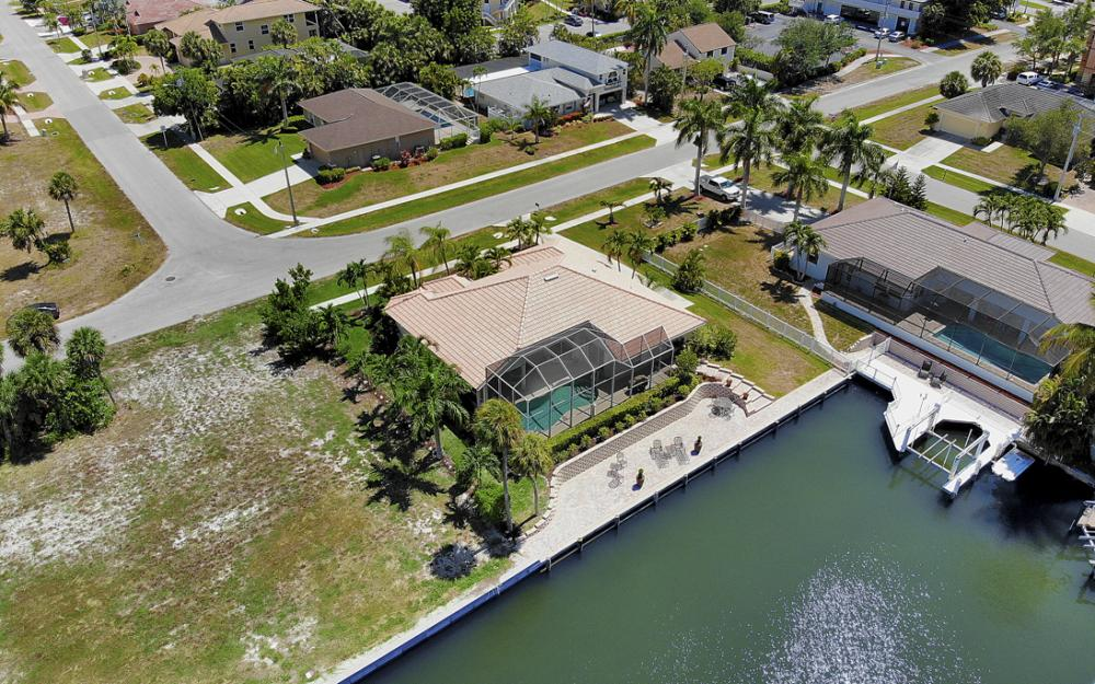 772 Saturn Ct, Marco Island - Vacation Rental  729575345