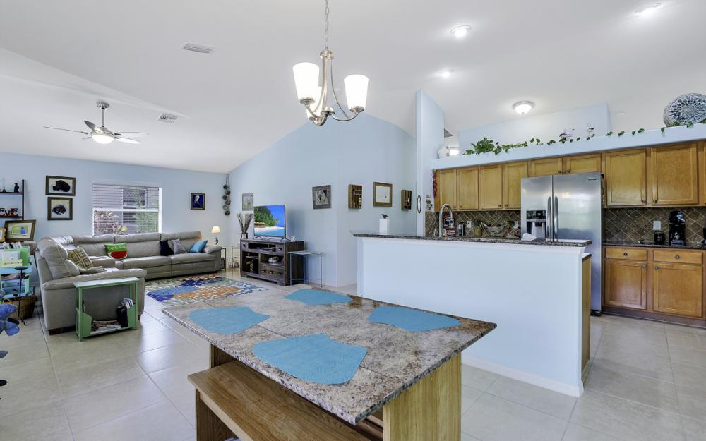 3715 NW 1st Ter Cape Coral - Home For Sale 550590656