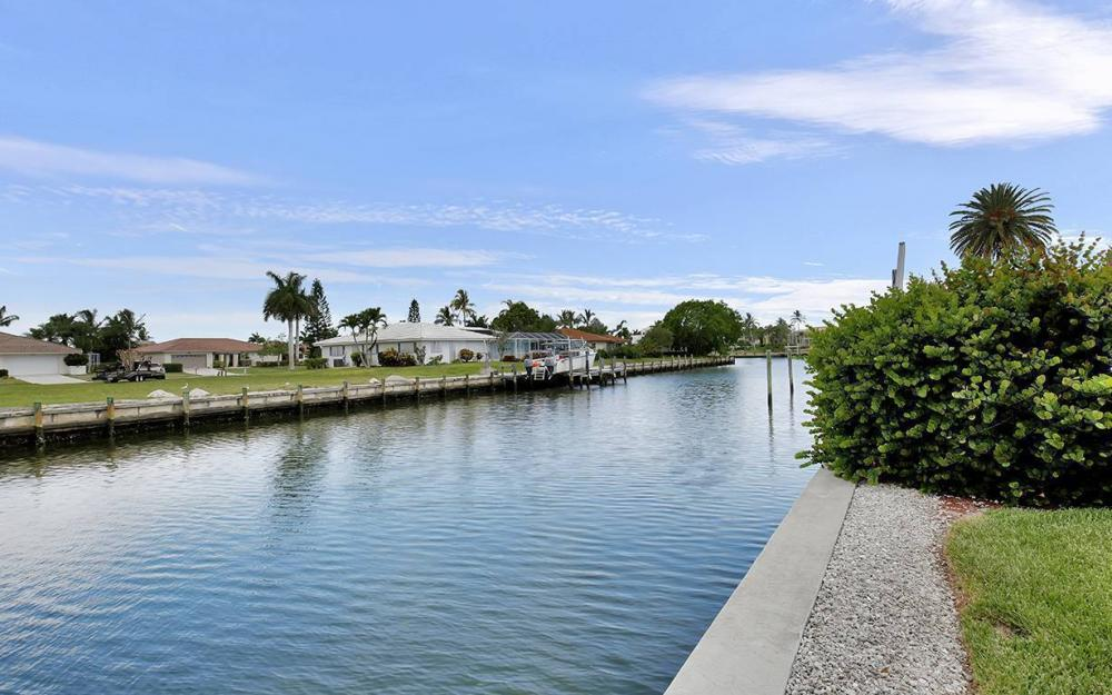 1655 Briarwood Ct, Marco Island - House For Sale 1924615164