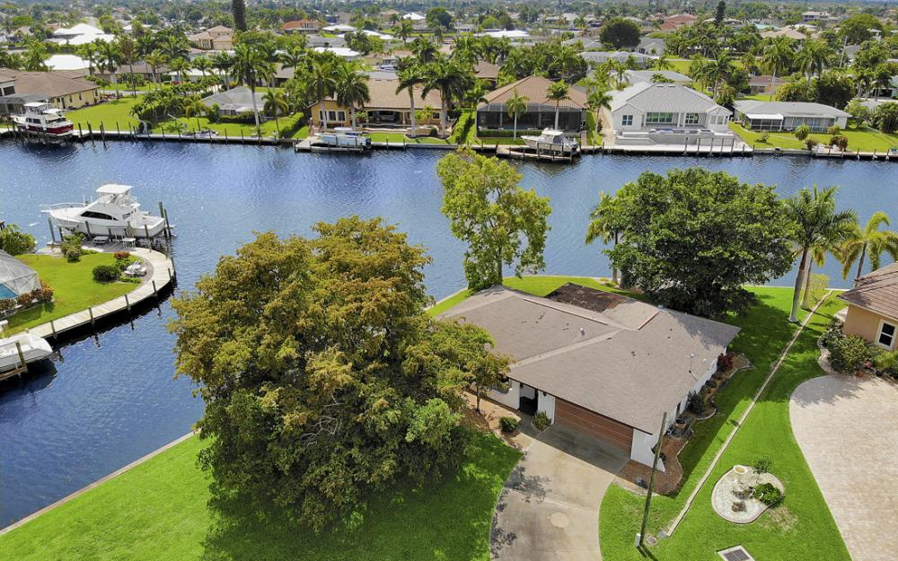 5201 Skylark Ct, Cape Coral - Home For Sale 134619179