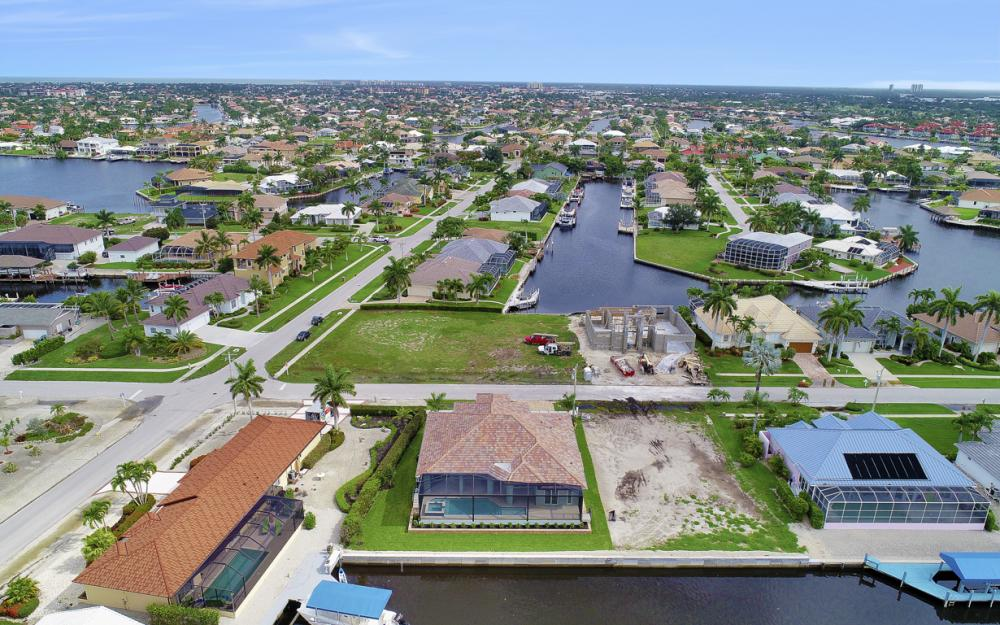 1065 Dill Ct, Marco Island - Home For Sale  256180914