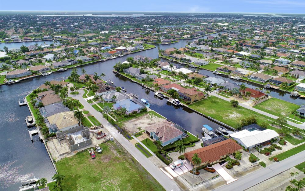 1065 Dill Ct, Marco Island - Home For Sale  196298581