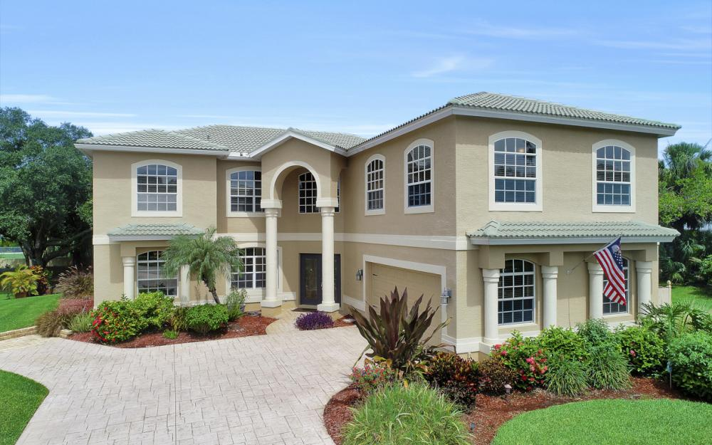 1813 Piccadilly Cir Cape Coral - Home For Sale 179907232