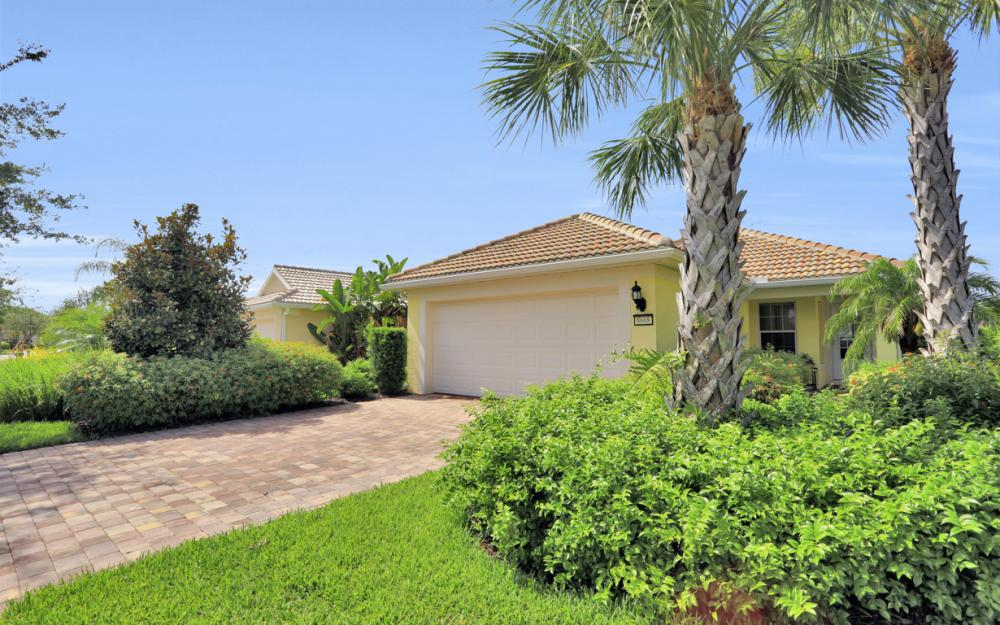 8668 Querce Ct, Naples - Home For Sale 818710133