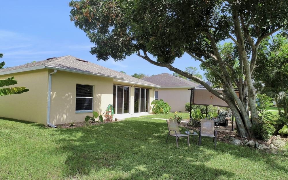 133 Stanhope Cir, Naples - Home For Sale 334291665