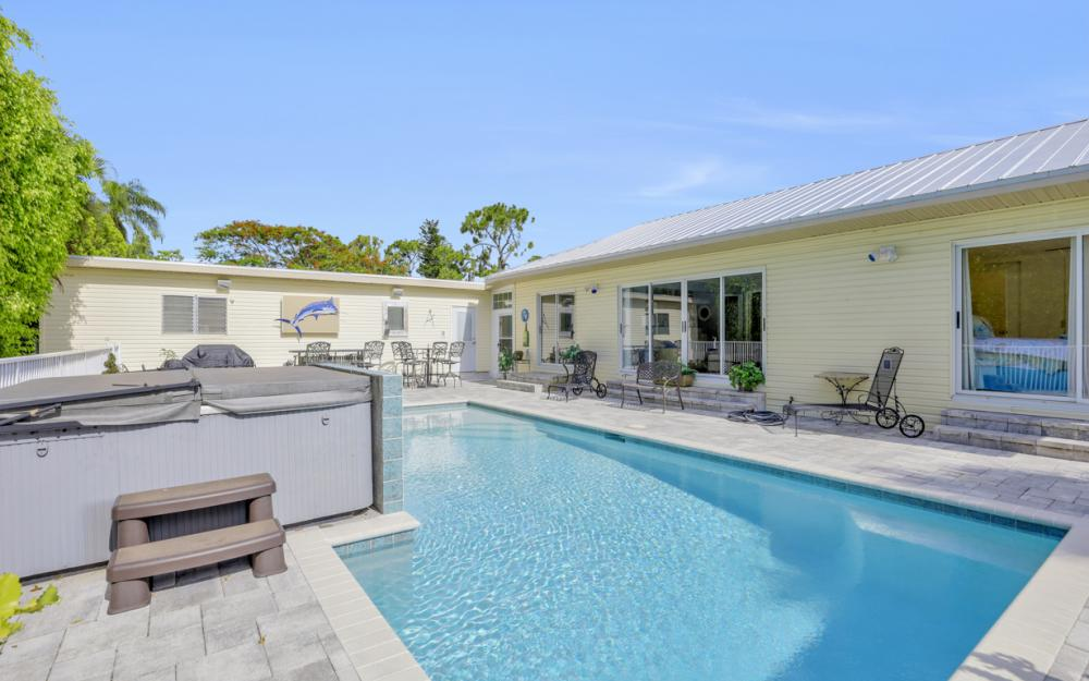 27031 Flossmoor Dr, Bonita Springs - Home For Sale 1256335976