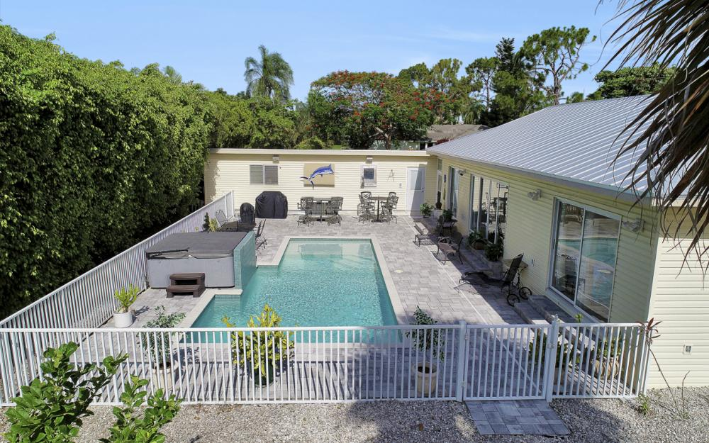 27031 Flossmoor Dr, Bonita Springs - Home For Sale 243904966