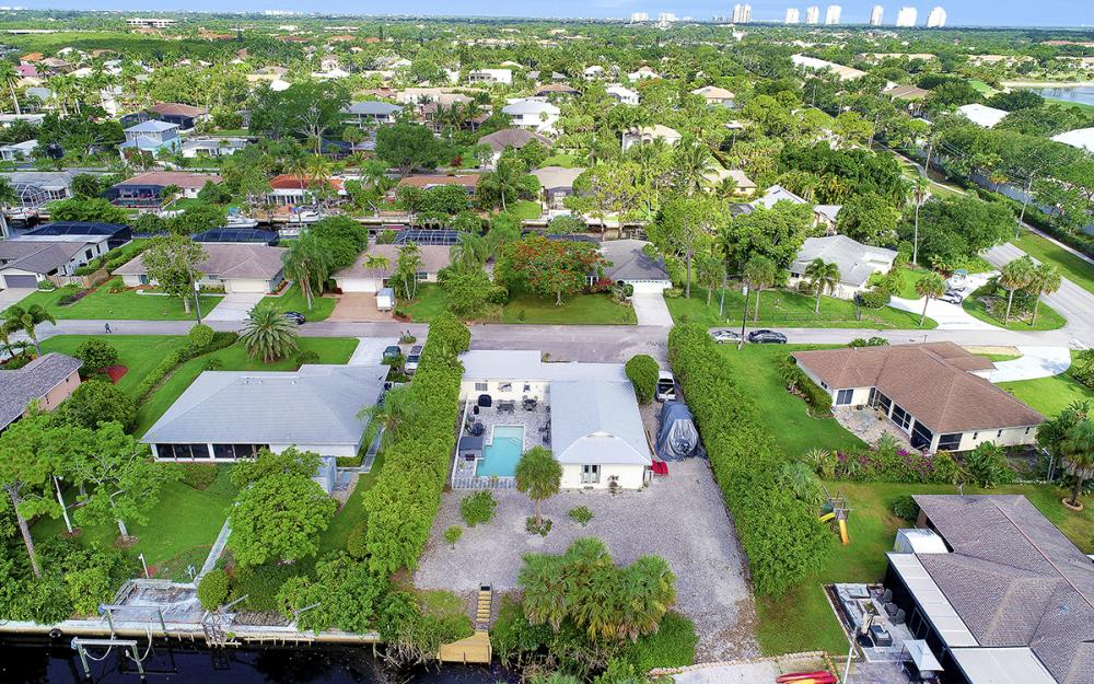 27031 Flossmoor Dr, Bonita Springs - Home For Sale 158093436