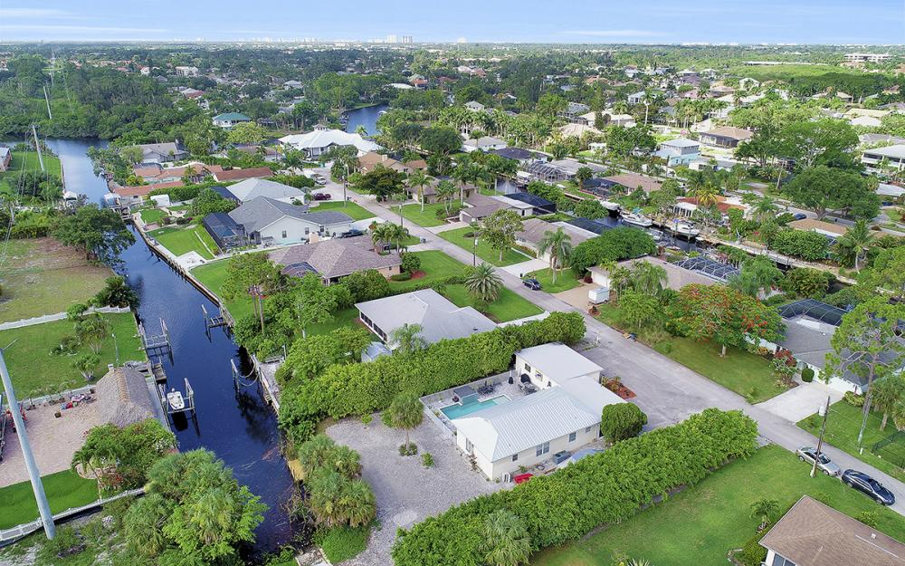 27031 Flossmoor Dr, Bonita Springs - Home For Sale 667152915