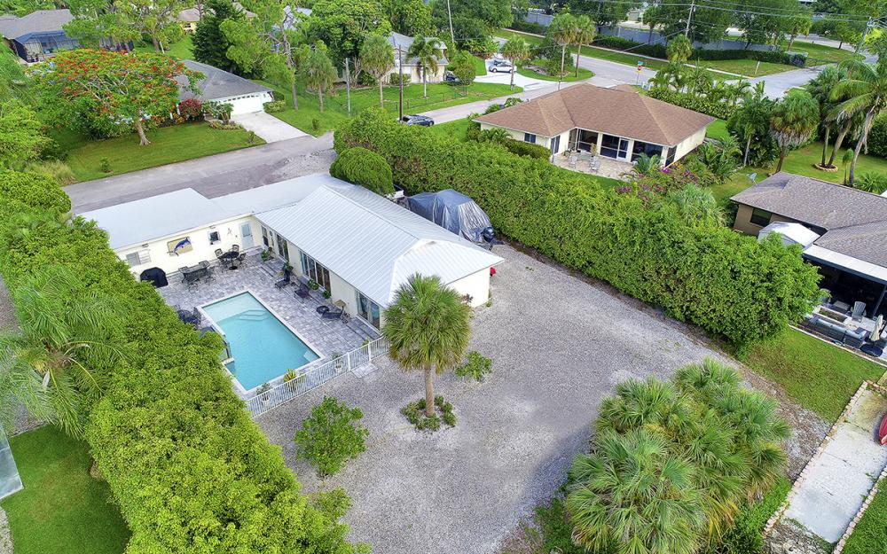 27031 Flossmoor Dr, Bonita Springs - Home For Sale 2112227575