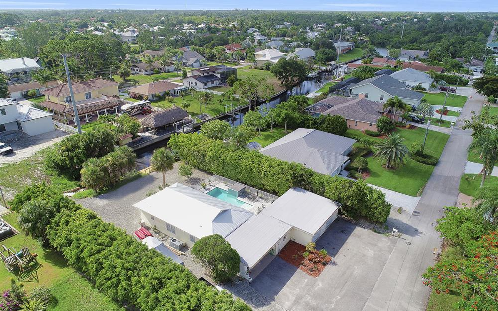 27031 Flossmoor Dr, Bonita Springs - Home For Sale 192568695