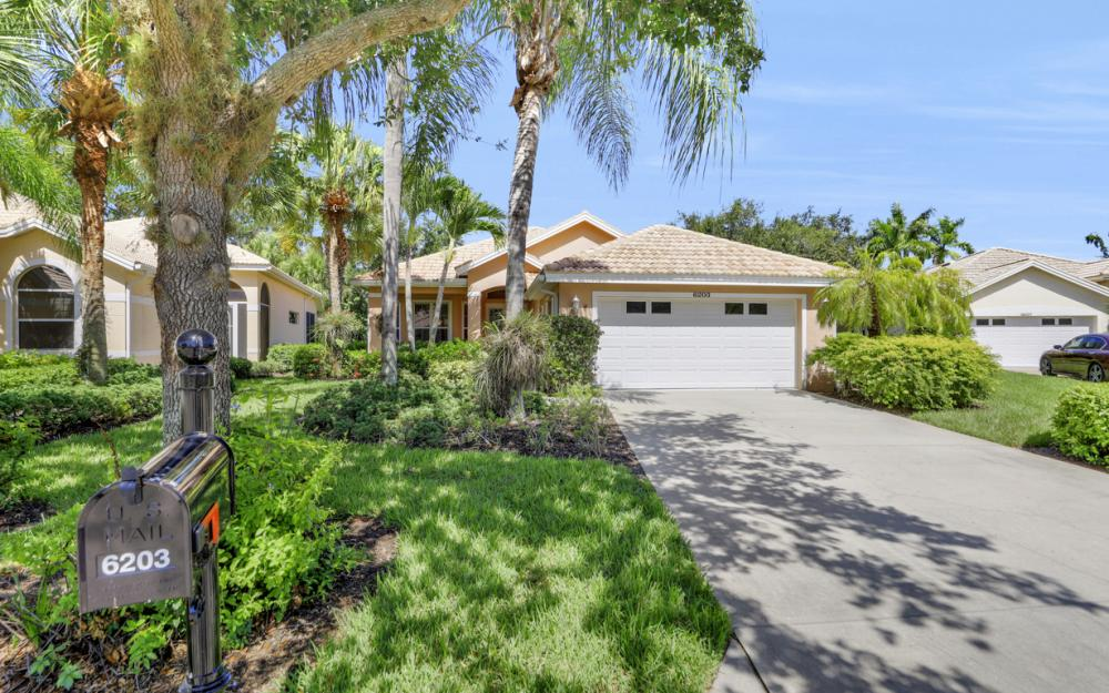 6203 Ashwood Ln, Naples - Home For Sale 2051685958