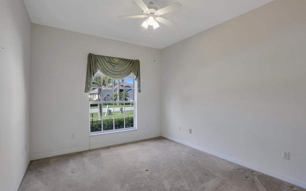 9340 Palm Island Cir, North Fort Myers - Home For Sale 2033949631