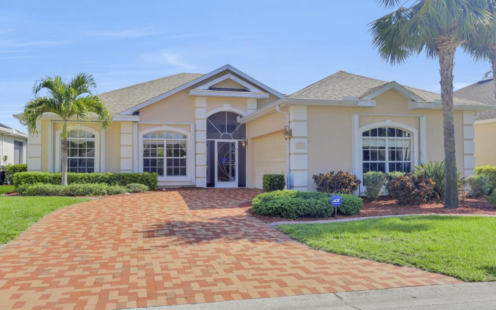 9340 Palm Island Cir, North Fort Myers - Home For Sale 987399182