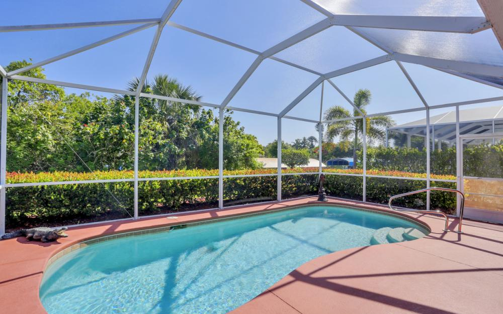 9340 Palm Island Cir, North Fort Myers - Home For Sale 37455203
