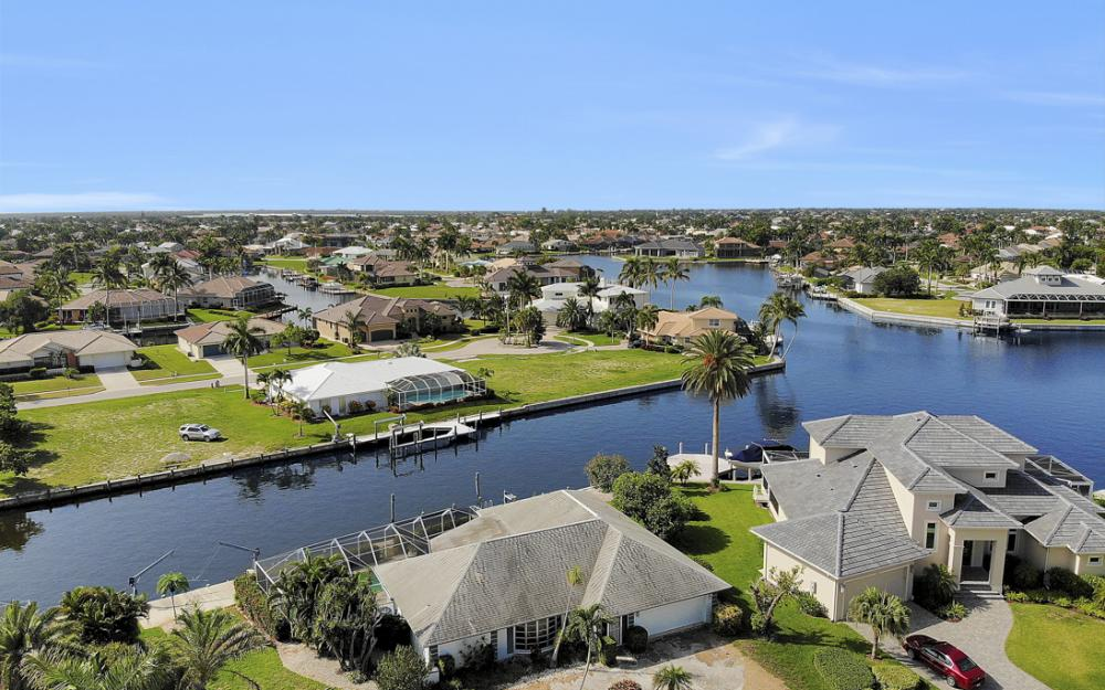 1649 Briarwood Ct Marco Island - Home For Sale 1154432651