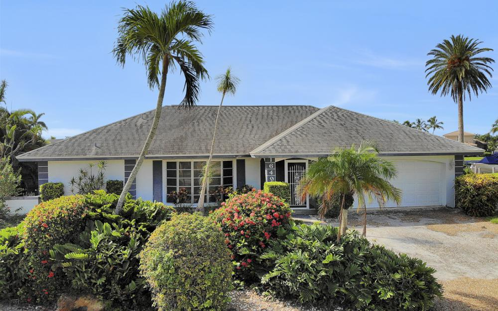 1649 Briarwood Ct Marco Island - Home For Sale 1832493167