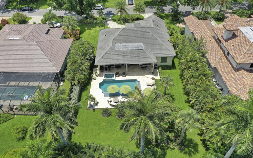 535 Riviera Dr, Naples - Home For Sale 1984947780