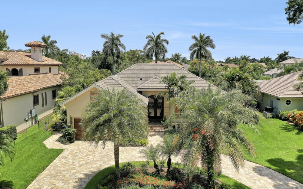 535 Riviera Dr, Naples - Home For Sale 1236393381