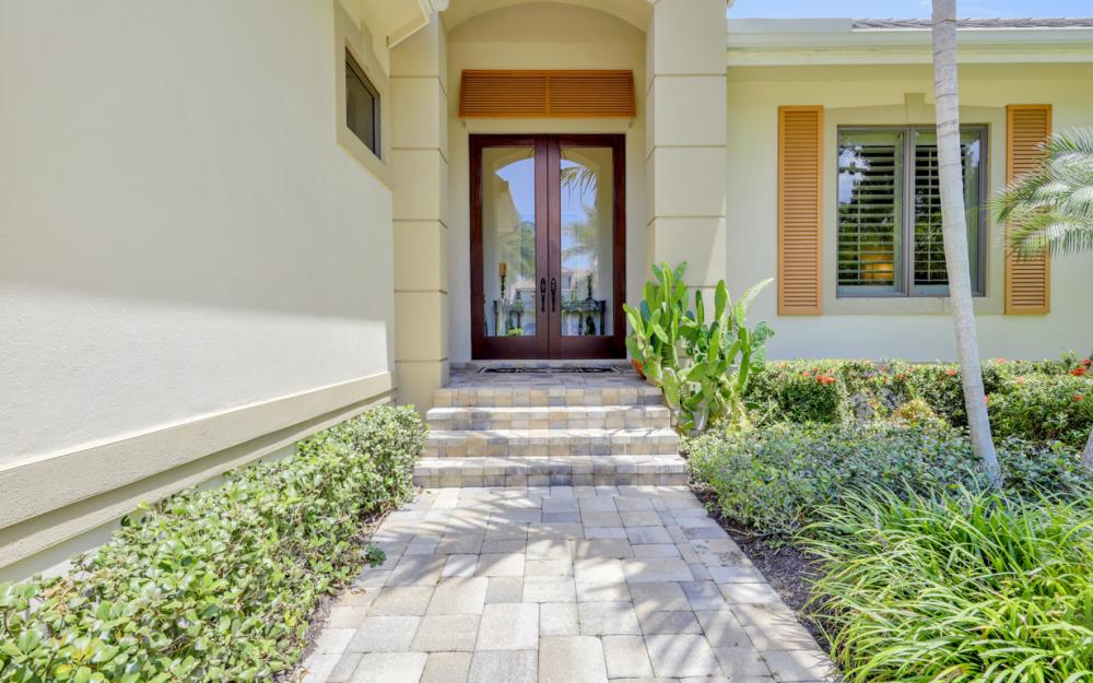 535 Riviera Dr, Naples - Home For Sale 1883634041