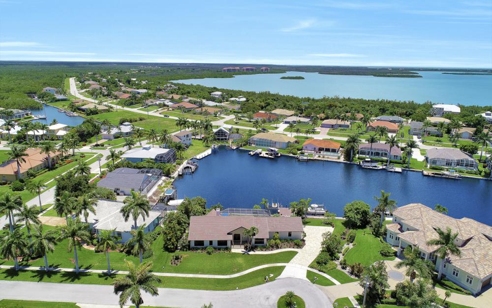 61 Peach Ct, Marco Island - Home For Sale 792001581
