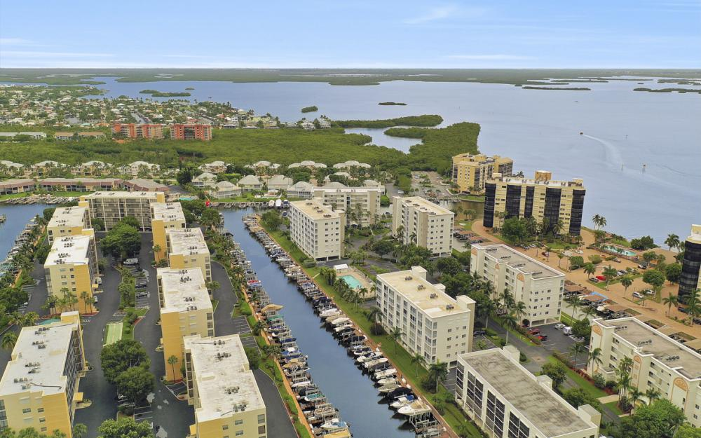 4361 Bay Beach Ln #123, Fort Myers Beach - Condo For Sale 463307102