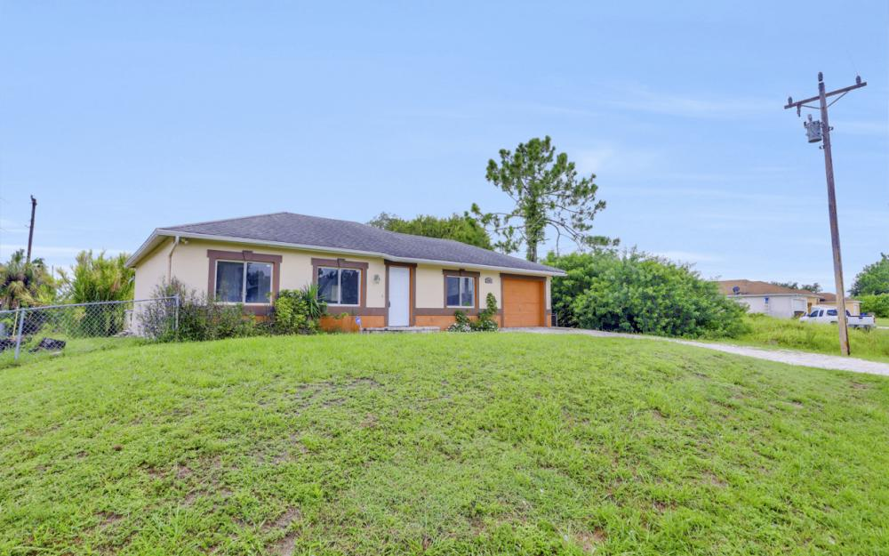 2925 8th St SW, Lehigh Acres - Home For Sale 514842349