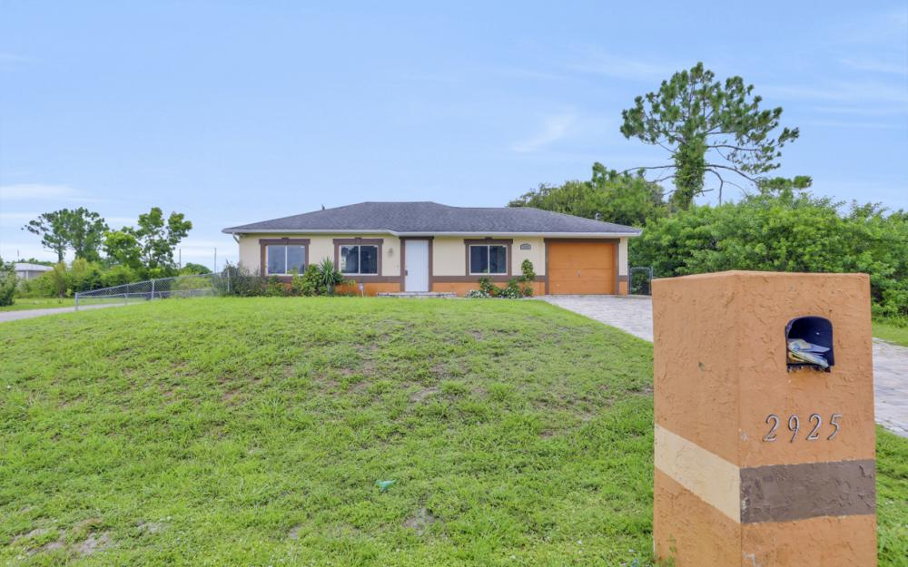 2925 8th St SW, Lehigh Acres - Home For Sale 1670838496