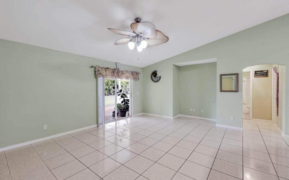 1212 Cape Coral Pkwy W, Cape Coral - Home For Sale 1071784471