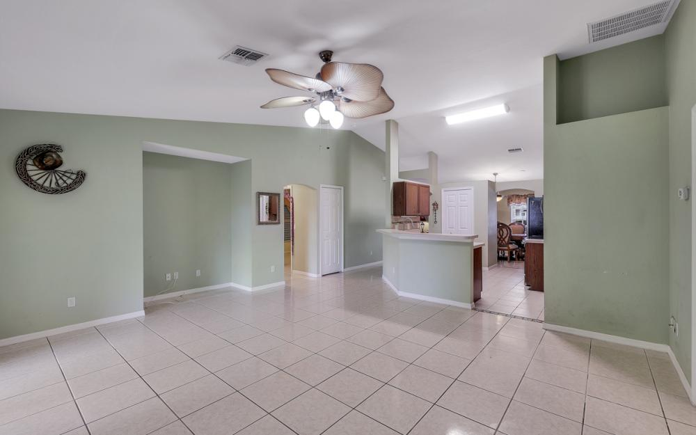 1212 Cape Coral Pkwy W, Cape Coral - Home For Sale 187819662