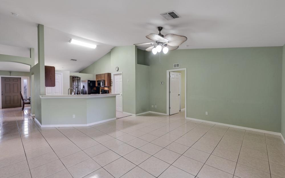 1212 Cape Coral Pkwy W, Cape Coral - Home For Sale 705416762