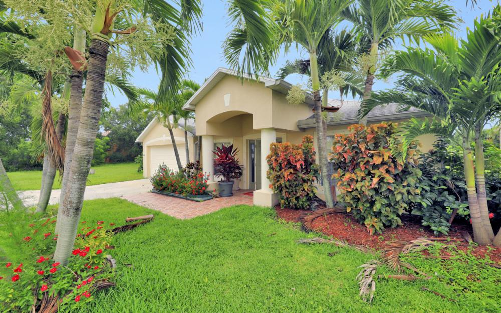 1212 Cape Coral Pkwy W, Cape Coral - Home For Sale 2026671133