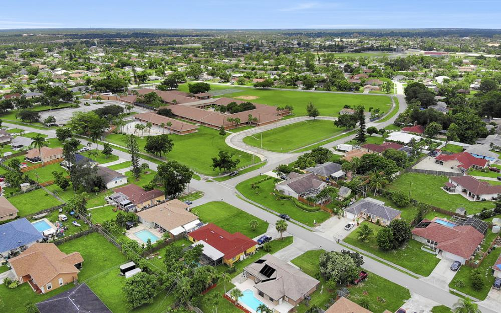 2614 44th Terr SW, Naples - Home For Sale 1952685616