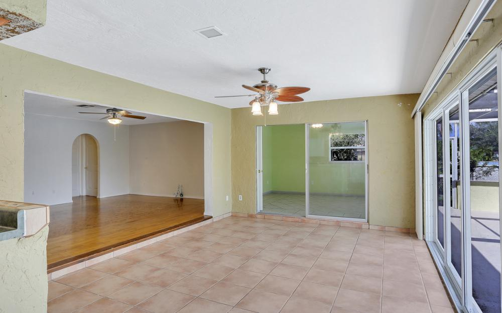 729 Sesame Ct Cape Coral - Home For Sale 1076848594