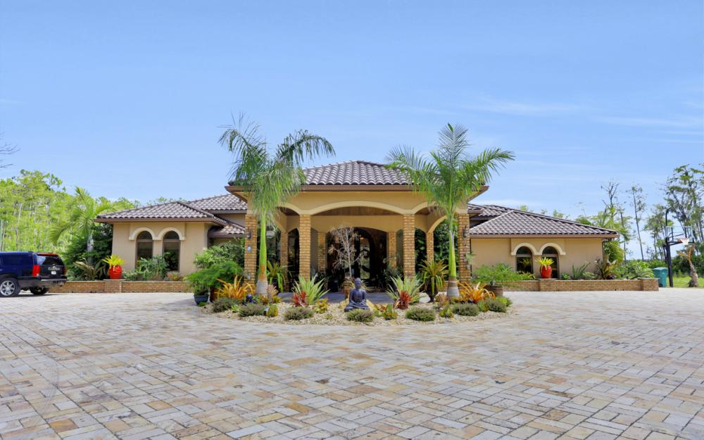 4785 4th Ave NE, Naples - Home For Sale 494157000
