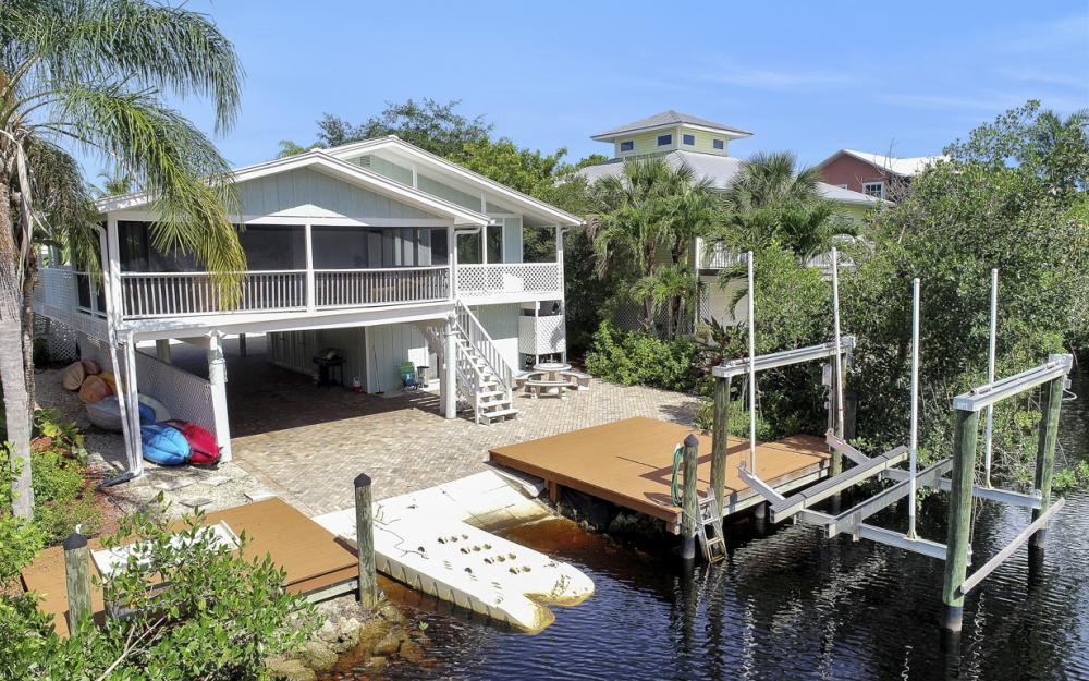 1294 Grand Canal Dr, Naples - Home For Sale 298216962