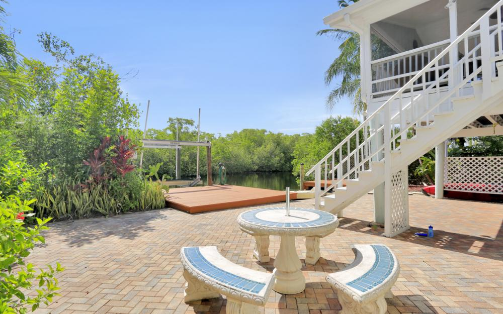 1294 Grand Canal Dr, Naples - Home For Sale 1062203500